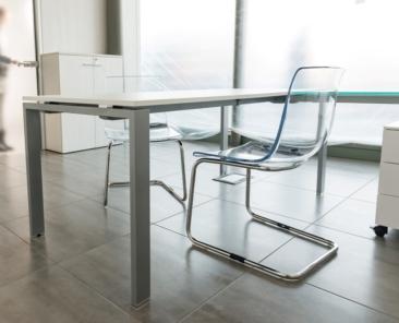 07-soluzioni-di-arredo-agenzia-immobiliare-tavolo2